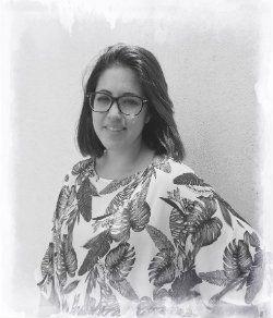Nuria Luis Iglesias (Licenciada en Pedagogía por la Universidad de Granada)